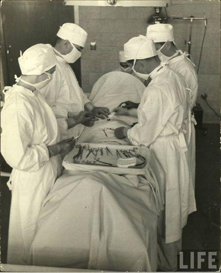 Unsabe asylum Brentwood (1936, Alfred Eisenstaedt - LIFE Magazine).