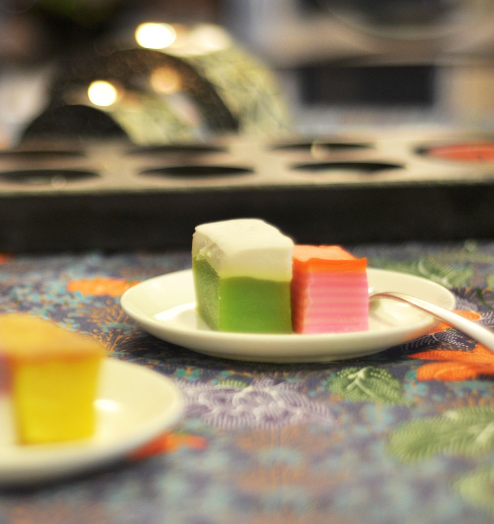 Asian Food / Colorful rainbow cakes (kueh) - a sweet ...