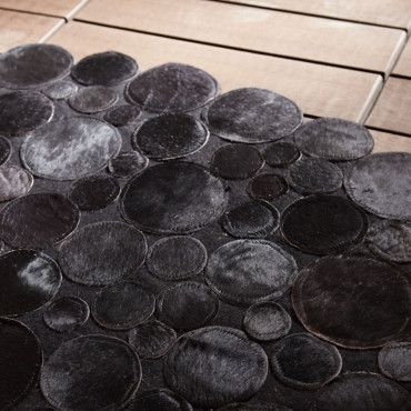 Decouvrez La Tendance Chocolat Chic Chez Leroy Merlin Un Tapis Peau De Vache Leroy Merlin Deco Plurielles Fr Rugs On Carpet Home Carpet Carpet