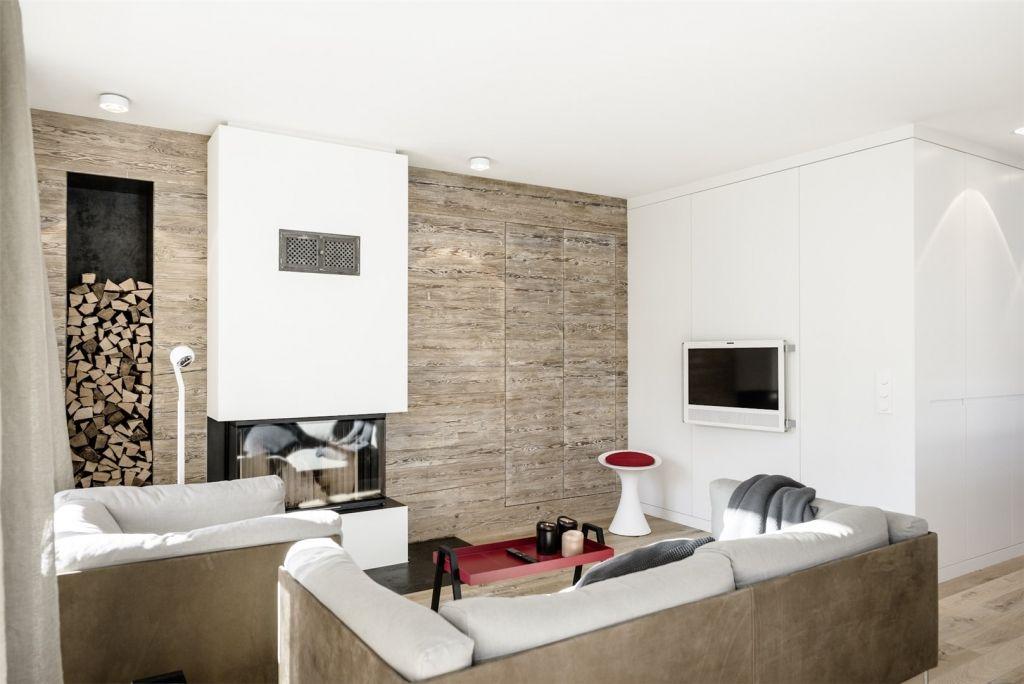 Gemütliches Wohnzimmer mit Kaminofen und Altholzwand - wohnzimmer gemutlich einrichten