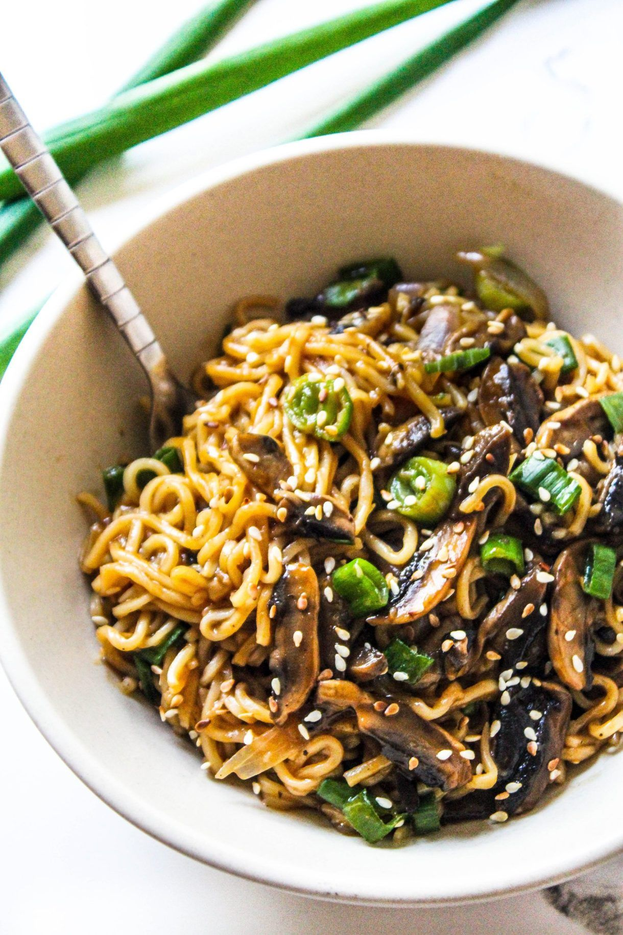 The Quickest Mushroom Ramen Or Maggi Noodles Recipe That Is So Delicious Perfectly Tossed In A Simp In 2020 Mushroom Ramen Stuffed Mushrooms Vegetarian Recipes Easy