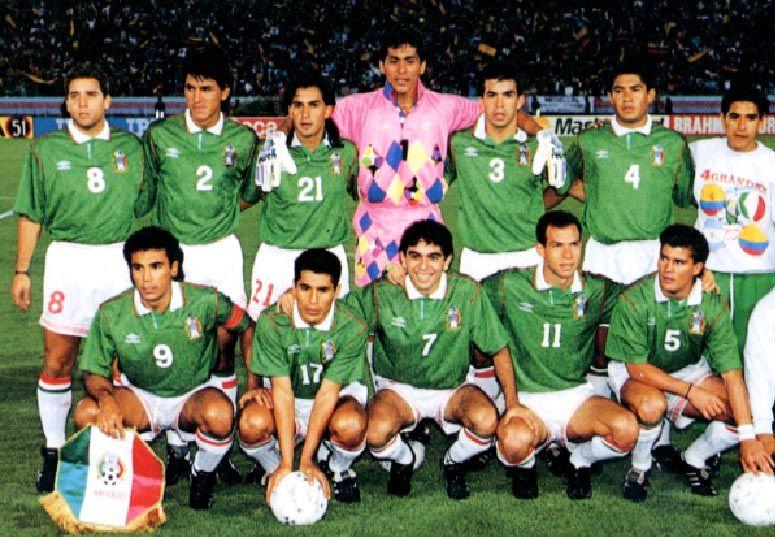 Mexico-93-UMBRO-home-kit-green-white-white-pose.JPG