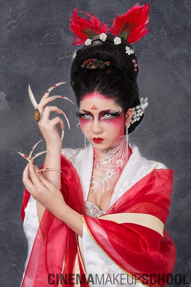 Hollywood's professional makeup school Cinema Makeup