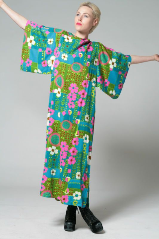 Love the colours in this vintage kaftan