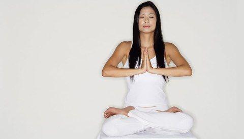 17 easy yoga poses for beginners  santé bien être et santé