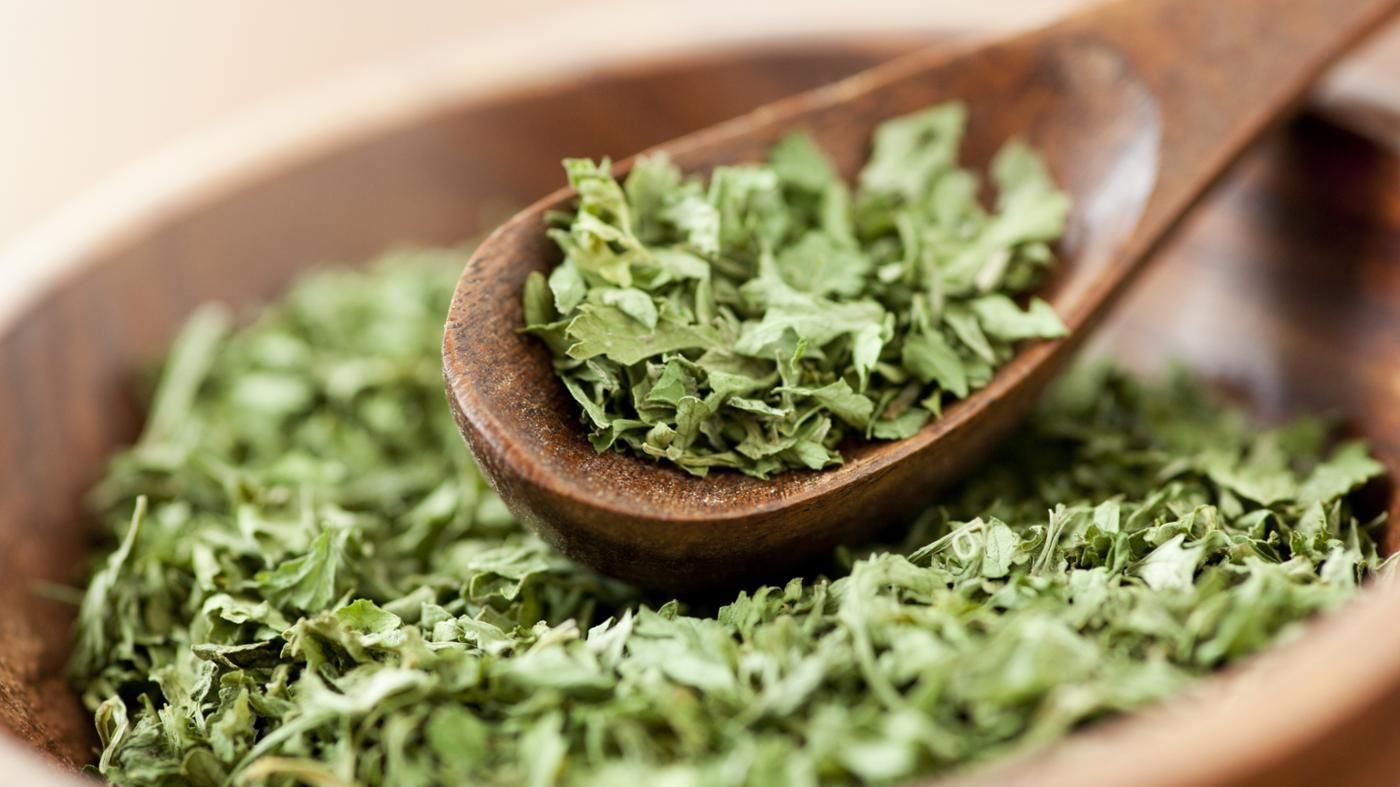 How Much Dry Parsley Equals Fresh Parsley?   Healthy herbs ...
