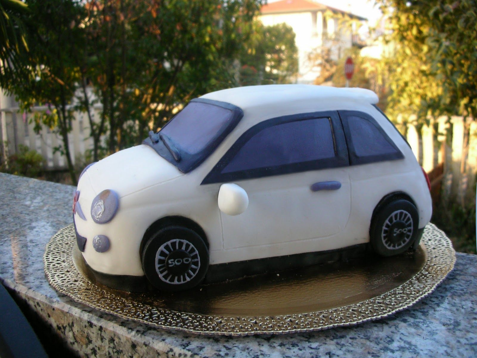 Fiat 500 random pinterest fiat car cake tutorials of all descriptions for motoring fans of all ages from vintage cars to racing cars lightning mcqueens to vw beatles and lots more baditri Choice Image