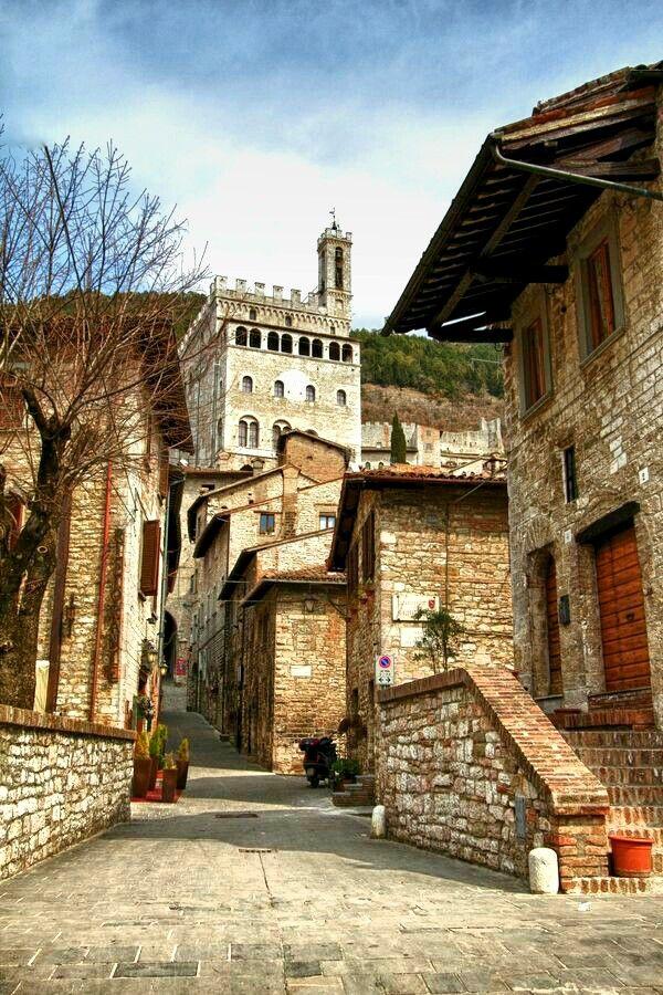 Pin di Ellena V su Favorite Places & Spaces Umbria