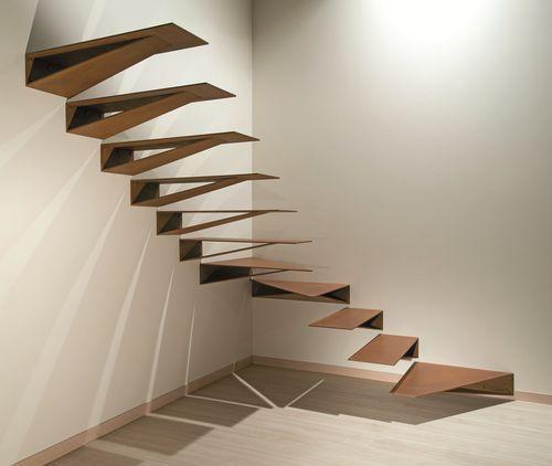 Escalier quart tournant marche en m tal suspendu - Escalier sans contremarche ...