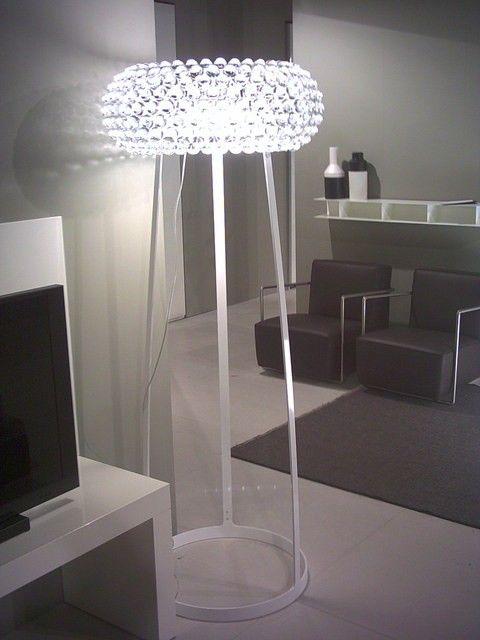 <p>Suunnittelija Patricia Urquiola E Eliana Gerotto, 2005.<br />Polymetyylimetakrylaatti, puhallettu lasi ja valkoinen lakattu metalli.<br />Väri: läpinäkyvä lasi tai kullankeltainen.<br />Himmennettävä.<br />Saatavilla kahta