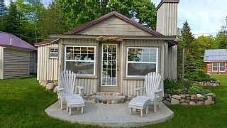 Sunset Shore Family Friendly Cottage On Lake Paradise Levering Cottage Vacation Locations Vacation Books