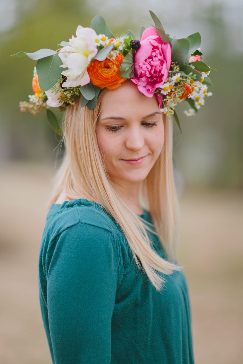 #DIY springy floral crown (click through for complete instructions!) Project by Janie Medley of The Bride's Cafe
