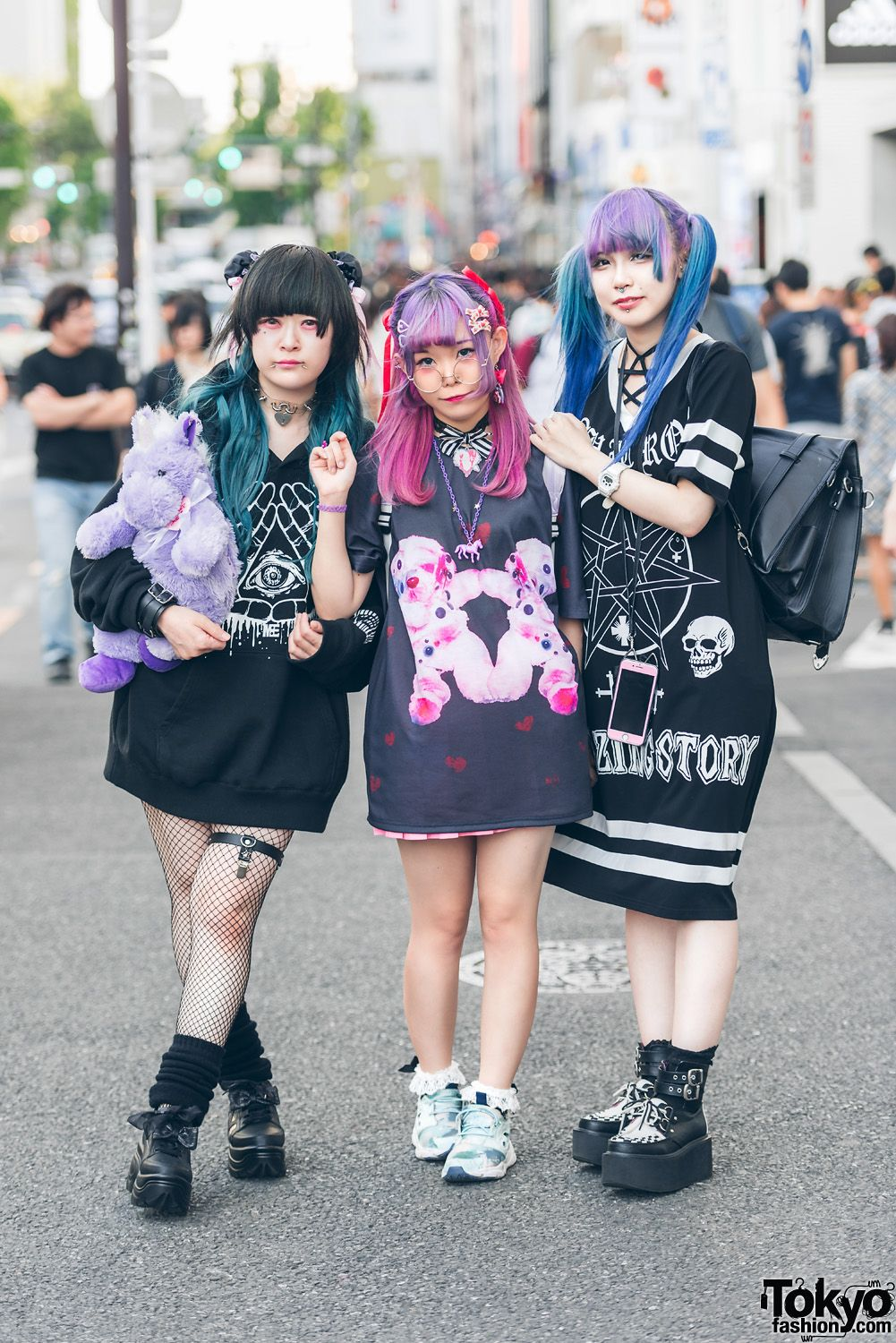 3245a470851 Harajuku Girls w  Colorful Hairstyles in Candye Syrup