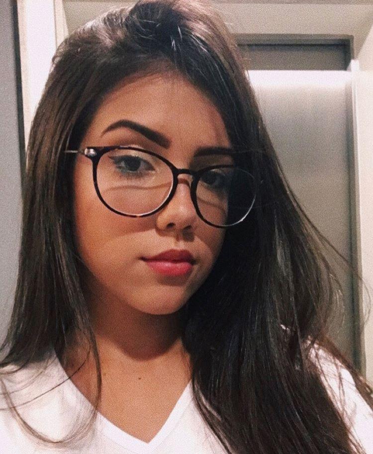 688e184fb Pin de Pedro Costa em Retratos em 2019 | Fotos lentes, Chicas con lentes e  Gafas transparentes