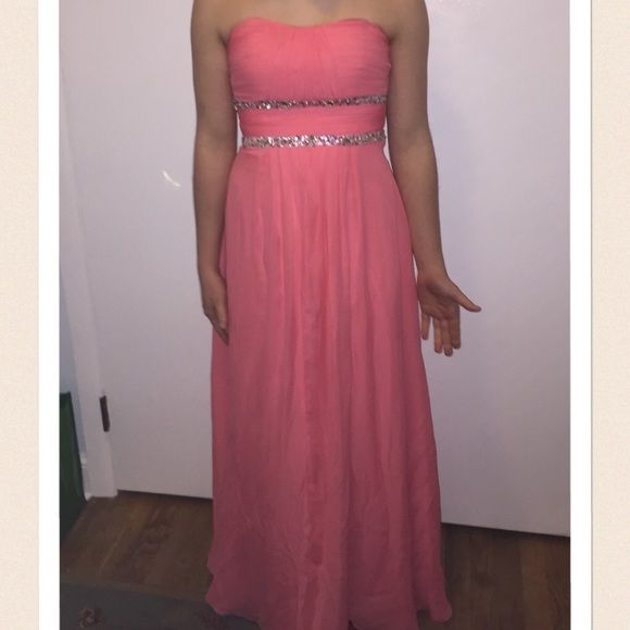 """Prom/Formal Dress Good condition, minor flaws on the bottom, nothing that can be seen on. Only been worn once. Brand is Faboluxe Couture. It's been hemmed and would fit someone around 5'2"""" to 5'5"""" best. Size is small and would fit 4 well and a 6 tightish Sherri Hill Dresses Prom"""