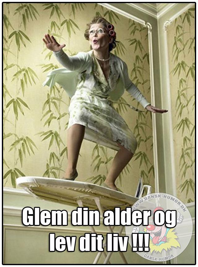 Pa Dansk Humor Dk Finder Du Mange Sjove Videoer Og Billeder Som Du Med Garanti Kan Fa Et Sjove Fodselsdagskort Fodselsdag Humor Tillykke Med Fodselsdagen Sjov