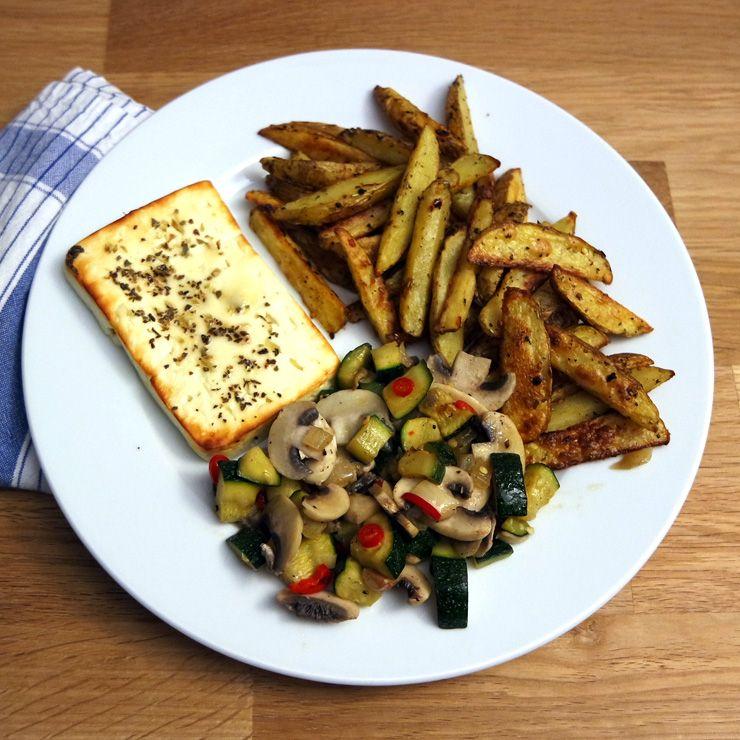 Gemüsepfanne mit Kartoffelecken und gebackenem Honig-Feta
