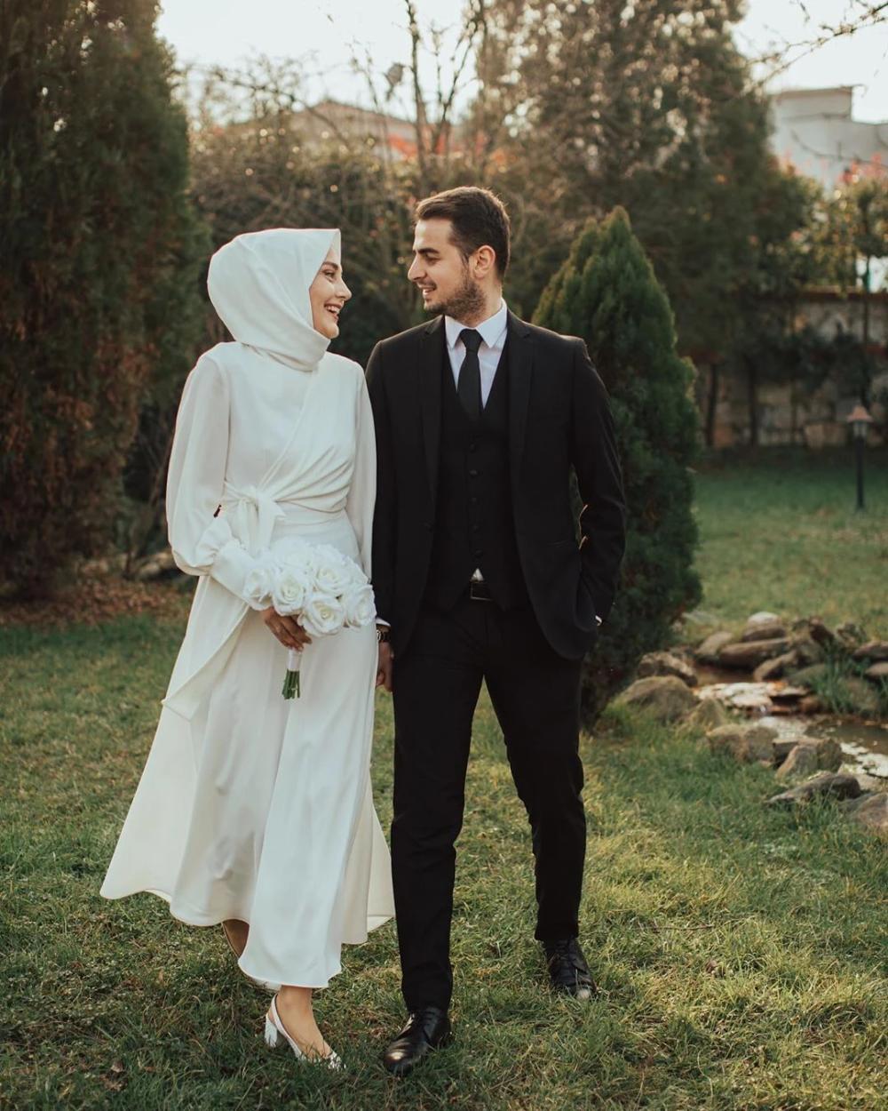 For Solemnization Dress Gaun Pengantin Ekor Panjang Pakaian Pernikahan Gaun Perkawinan [ 1037 x 1037 Pixel ]