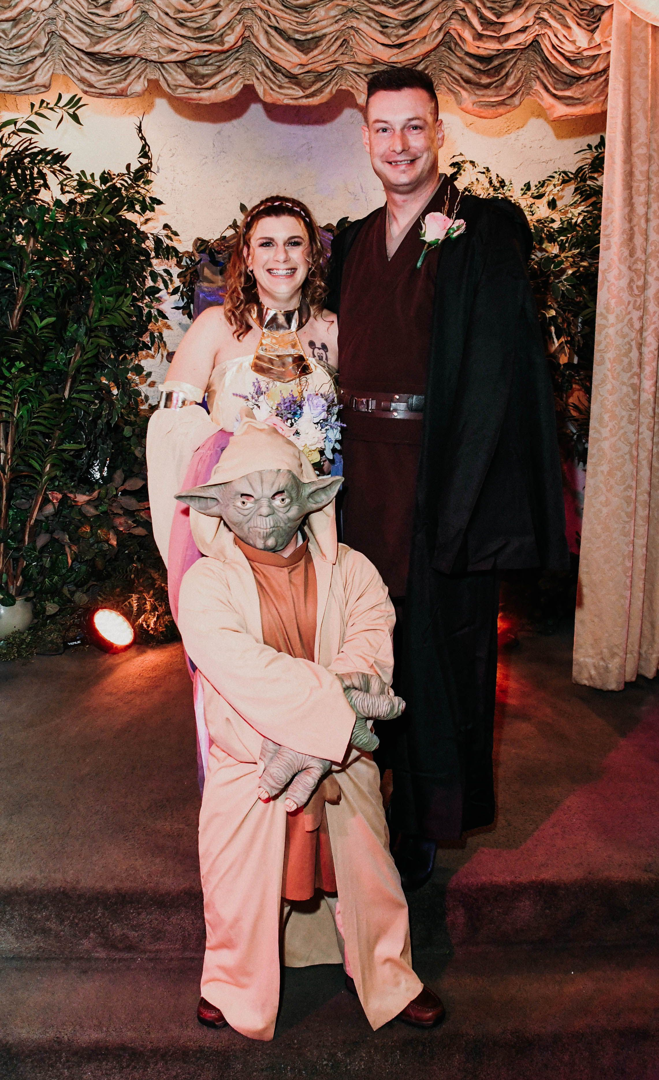 Yoda Wedding Star Wars in 2020 Elvis wedding, Vegas