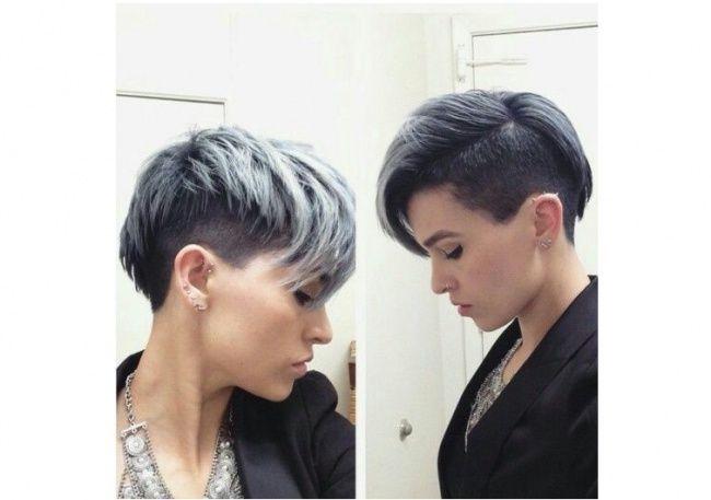Wygolony Bok Szare Włosy Hair Style Fryzur Farbowane