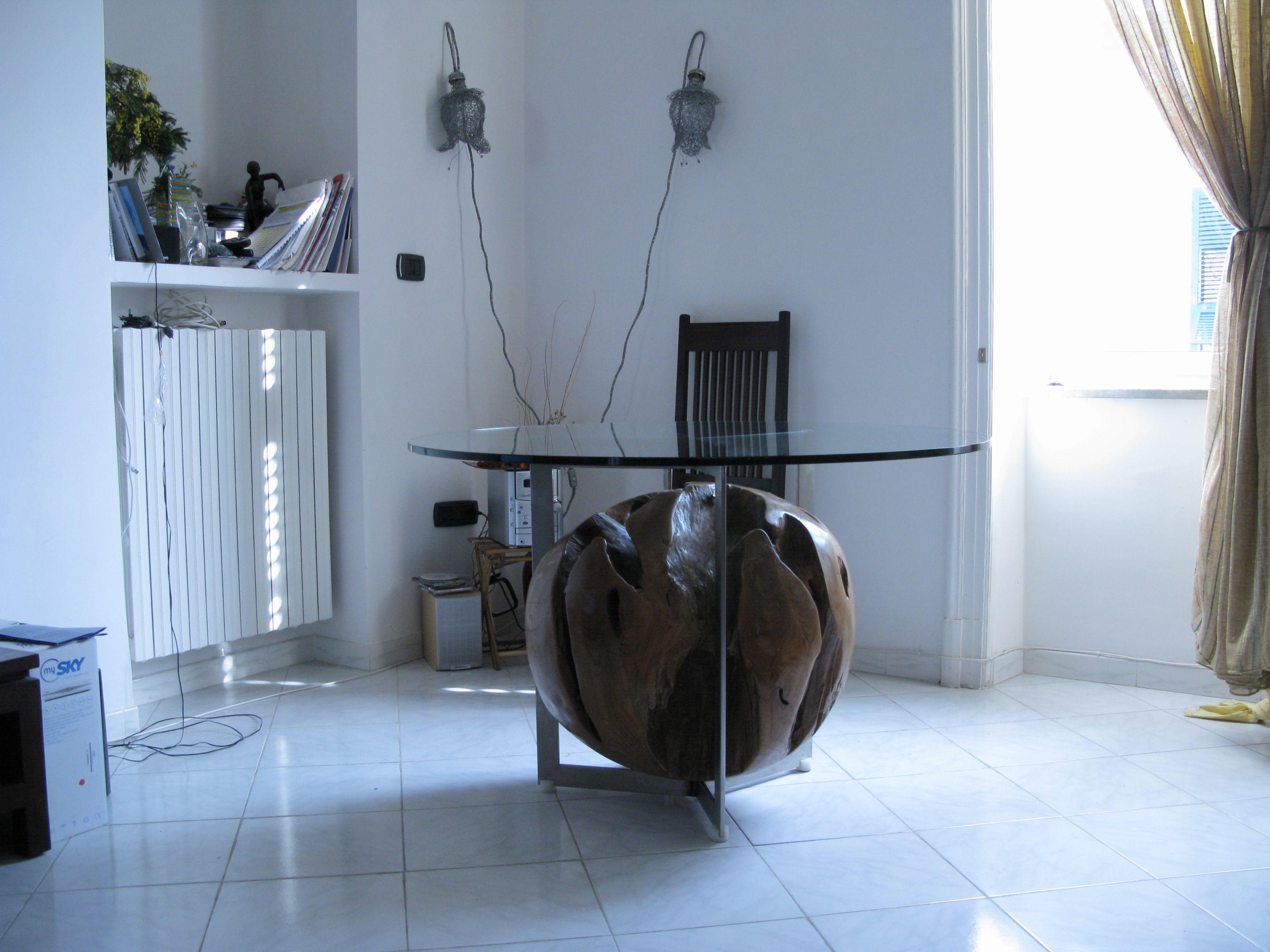 tavolo realizzato in acciaio inox,legno e piano in cristallo