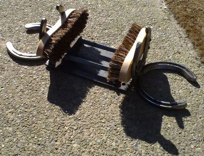 Image gallery horseshoe art projects for Horseshoe project ideas