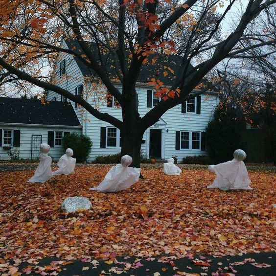 Front Yard Halloween Ideas Part - 18: Fabric And Foam Ghosts In The Front Yard