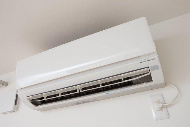 エアコン掃除って業者を呼ばないとダメなのかしら?と思う人もいるかもしれません。でもほとんどの重要なところは自分で掃除ができるんですよ。エアコン掃除の大事なポイントをまとめてみました。
