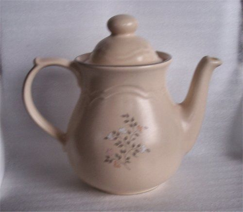 Pfaltzgraff Remembrance Pattern Coffee/Tea Pot I love TeaPots! This ...