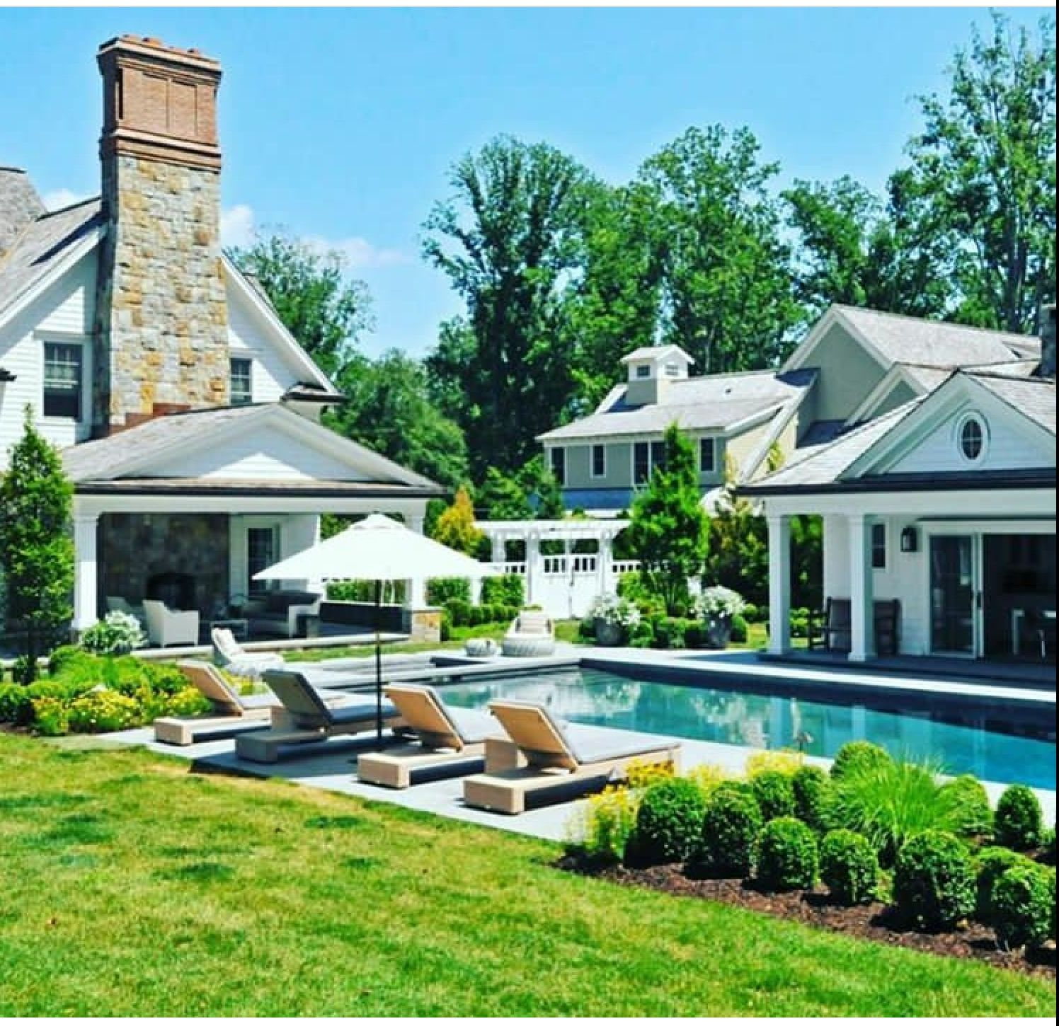 Beautiful Pretty Pool, And Backyard At This Dream Home!