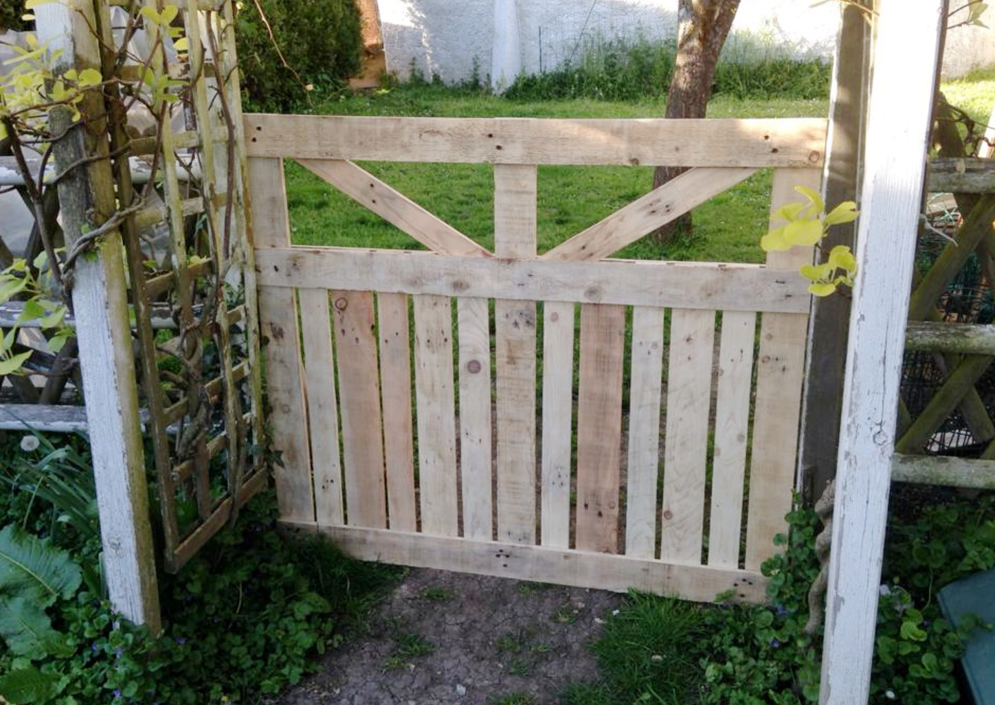 Easy Pallet Gate Outdoor Diy Garden Fence Pallets