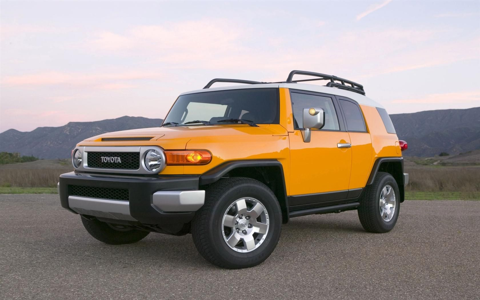 2010 Toyota Fj Cruiser Review And Price In 2020 Toyota Fj Cruiser Fj Cruiser Toyota Cruiser
