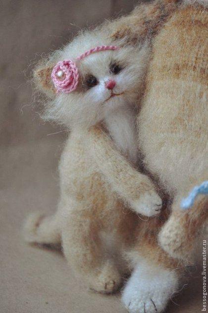 Авторская игрушка СЧАСТЛИВАЯ МАМА (кошка с котятами ...