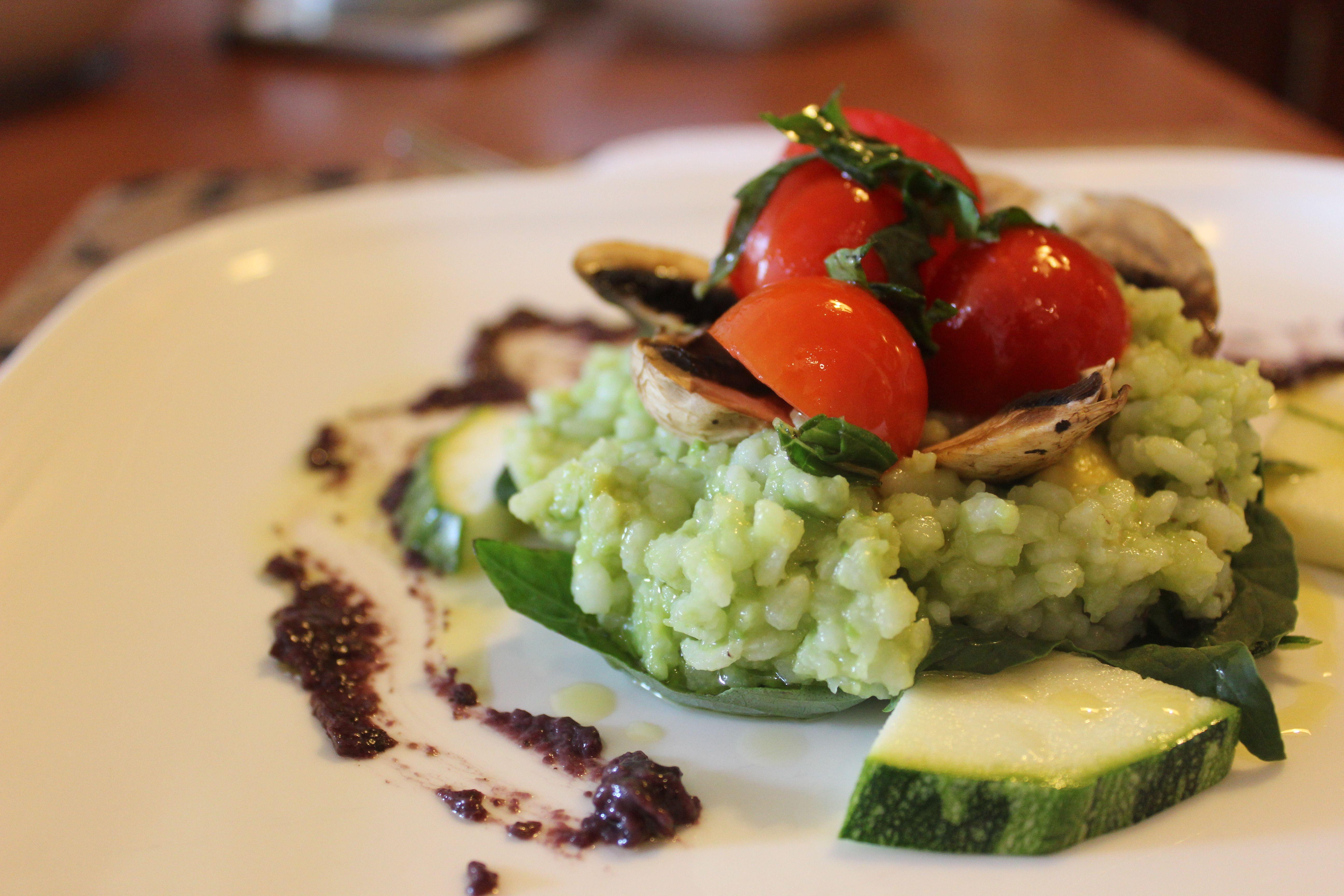 Arroz y palta, zapallo italiano, tomate cherry, albahaca, espinaca y champiñón.