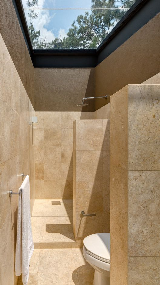 Claraboia De Vidro Para Banheiros: O Que Você Acha Dessa Ideia? Falta De  Privacidade Ou Integração Com O Ambiente Externo?