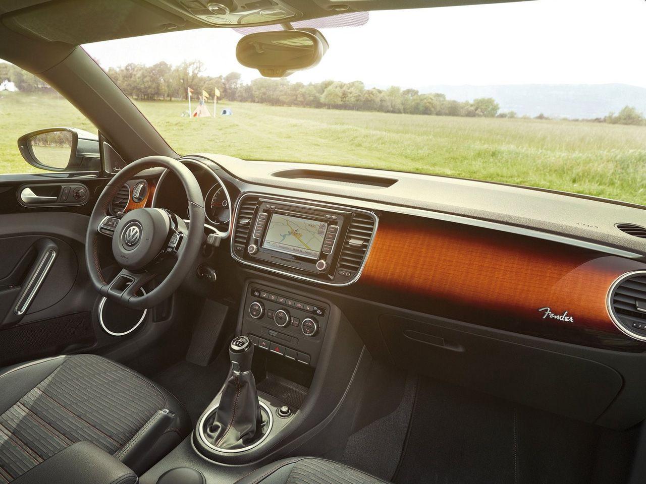 2013 Volkswagen Beetle Fender Edition Sunburst dash