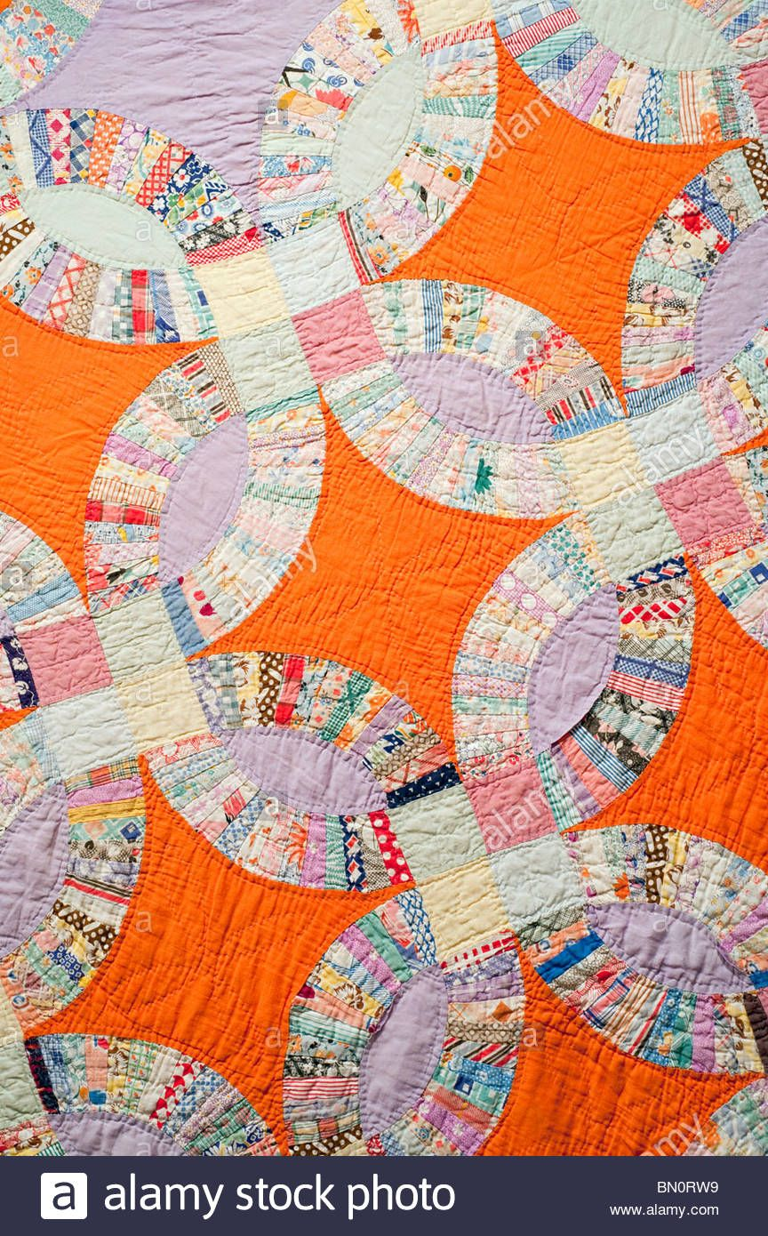 1920's 1930's Hand Made Wedding Ring Quilt Details With