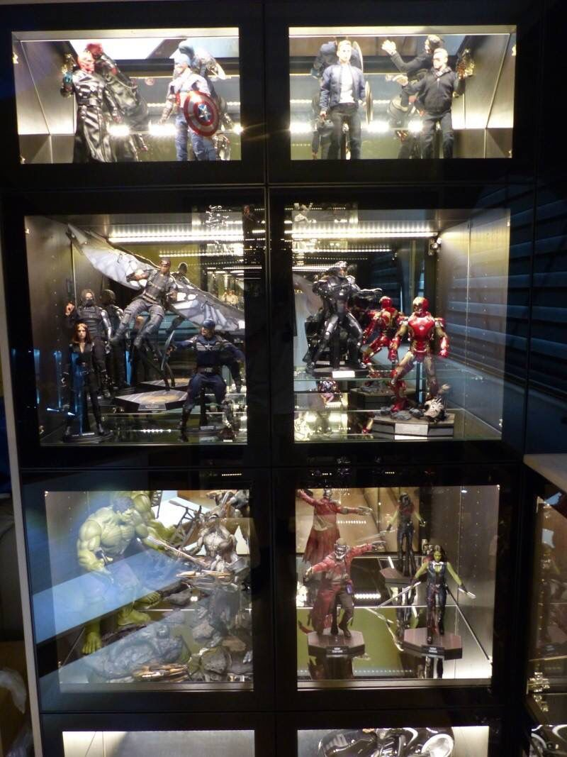 Hot Toys And Sideshow Collectibles Display Loft Man