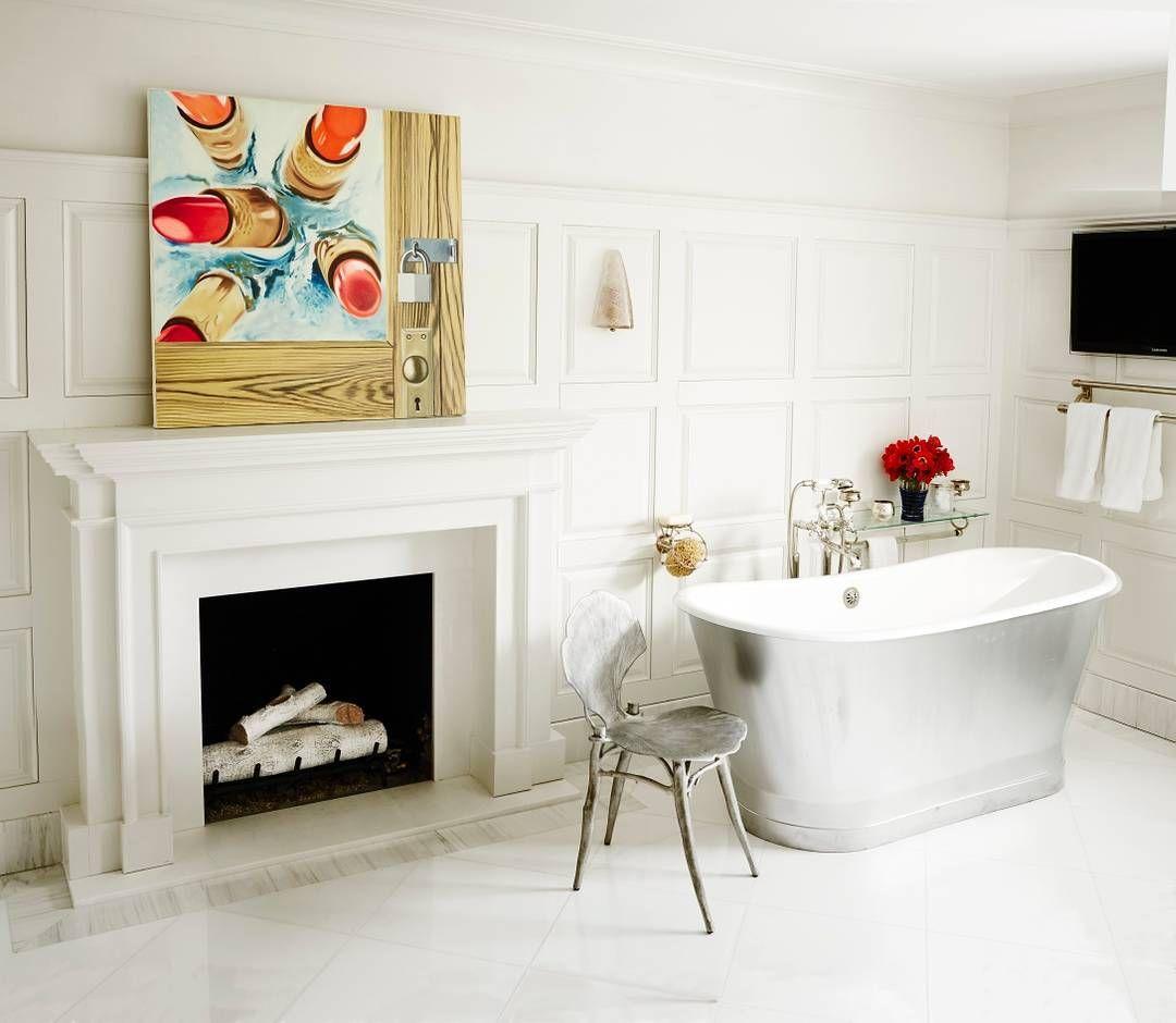 An all-white bathroom that\'s red-hot. | Photo: Douglas Friedman ...