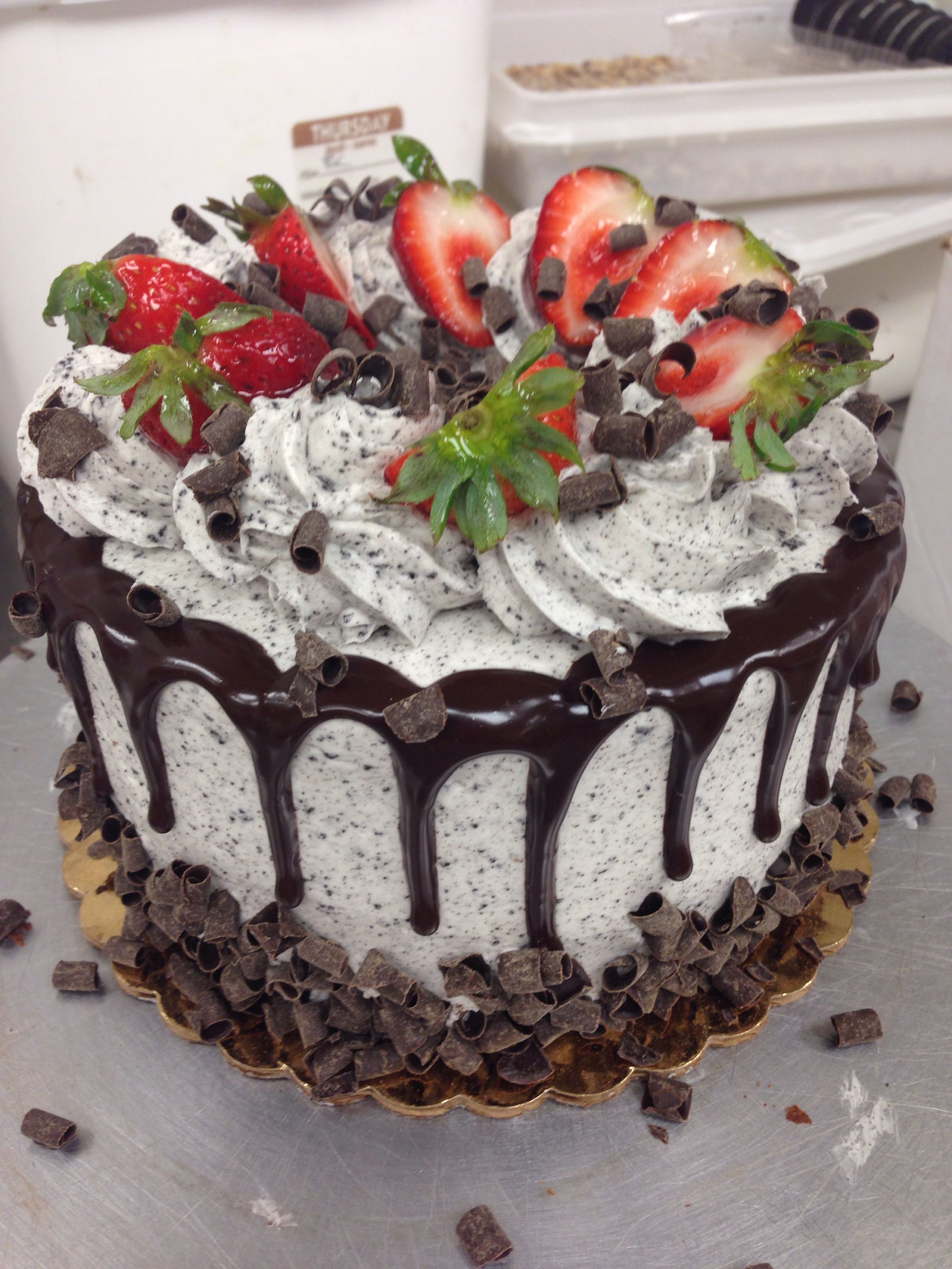 Cookie and cream with strawberry | tortas especiales | Pinterest ...