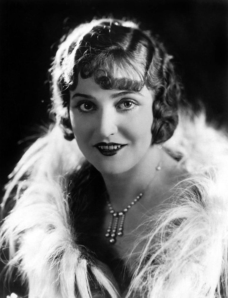10 Fabulous Pictures of Women's Hair & Make-Up from the 1920's #classicactresses