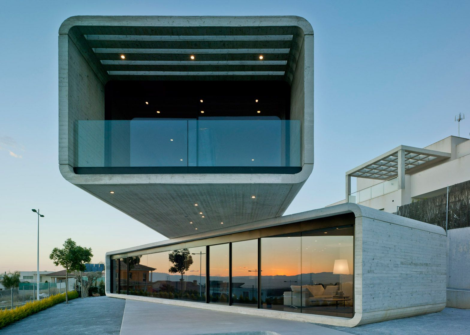 Clavel Arquitectos creates extreme concrete cantilever for Crossed House in Spain.