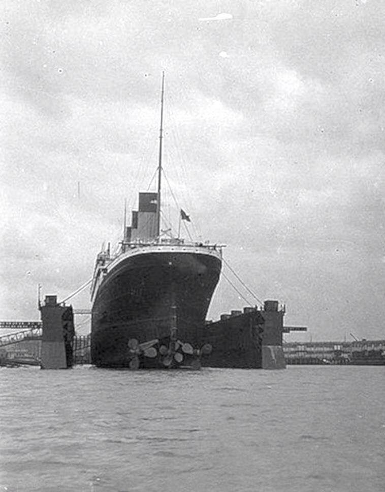 Big Ships Engine Rooms: Titanic Ship, Passenger Ship, Abandoned