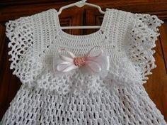 Vestido Elegante para una Ocasión Especial para niña, es muy fácil y rápido para tejerse lo va a adornar con liston y flores del color que prefiera con 200 g... #uncinettoperbambina