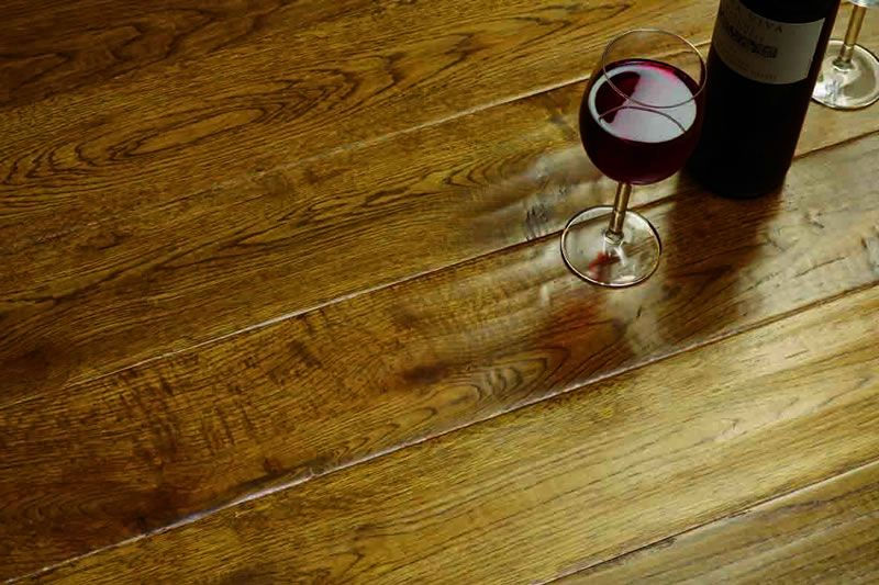 Tuscan Solid Wood Flooring Golden Hand Distressed Oak Lacquered 18mm