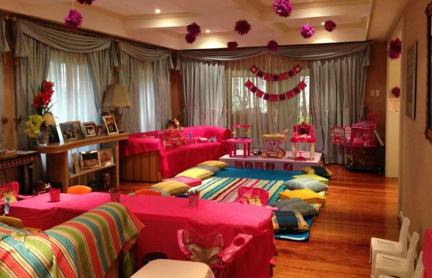 20 Best Slumber Party Ideas For The Best Sleepover Ever Hotel Birthday Parties Hotel Party