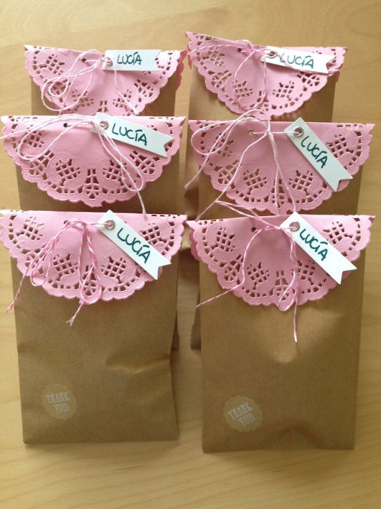 Bolsas de papel con blondas para baby shower - Manualidades de papel para decorar ...