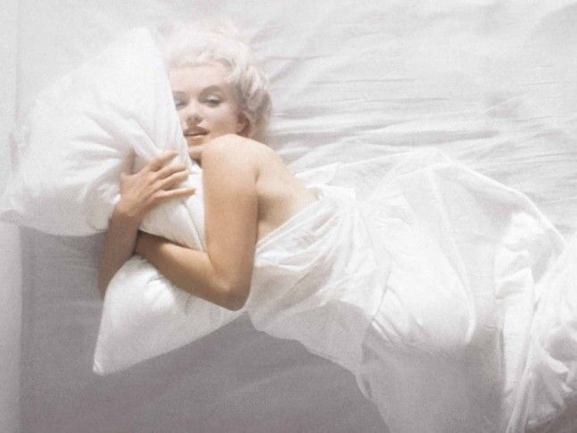 In Bed With Marilyn Monroe #hollywoodicons