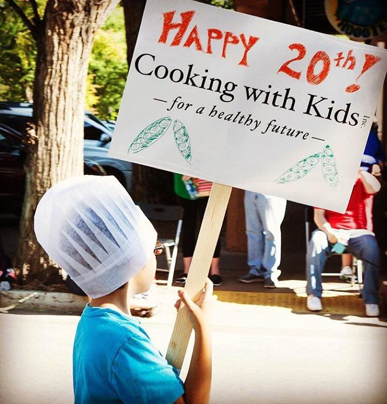 Happy 20th anniversary @cwksantafe! Tonight at the @santafecooking 8 amazing #volunteer Super Chefs are creating a multi-course feast with spectacular Burgundian varietal wines donated by Cooking With Kids champions Brad and Belinda Karp. The 8 Super Chefs include: Juan Bochenski (@juanbochenski) Andrew Cooper (@chefandrewcooper) Renee Fox Ahmed Obo Martin Rios (@_chefmartin_) Sancho Soeiro Johnny Vollertsen (@chefjohnnyvee) & Joseph Wrede (@josephwrede)! Click the link in their bio to get…