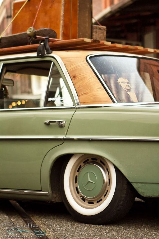 72 Mercedes W114 Old Skool Custom Check Out That Wood Look Roof And Vintage Roof Rack Mercedes W114 Mercedes Benz Classic Mercedes Car